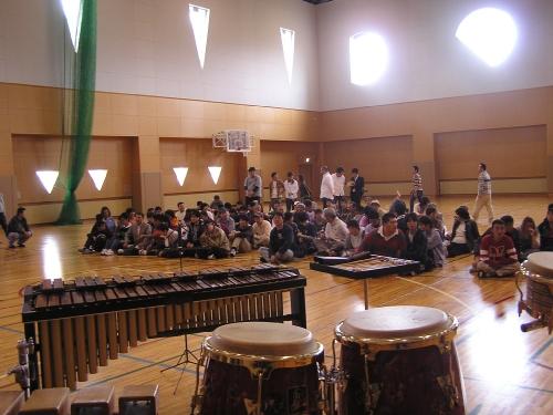 【マリンバで遊ぼう】安倍圭子氏との音楽交流のもよう