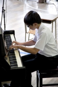 素晴らしいテクニックと音楽性は会場を魅了しました。