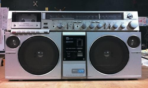 ラジオを集めています